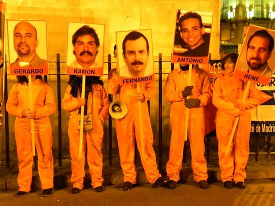 Nuestros Cinco compatriotas no han dejado de estar en la Puerta del Sol.