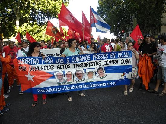 La emblemática calle Atocha de Madrid acoge a la solidaridad por los Cinco.