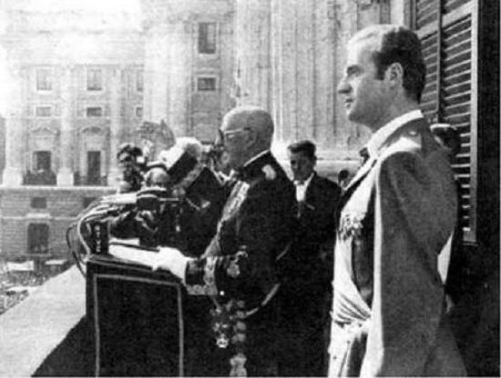 Francisco Franco intervino en público por última vez el 1 de octubre de 1975, durante el aniversario de su proclamación como Jefe del Estado. A su lado el Rey Juan Carlos.