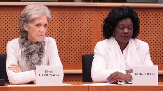 Elena Larrinaga, la autotitulada  presidenta del Observatorio Cubano de Derechos Humanos con sede en Madrid, junto a la vulgar y cada vez más desprestigiada Berta Soler, que dice ser la líder de las Damas de Blanco.