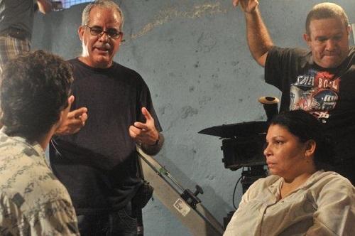 """Alejandro Gil, director del filme """"La emboscada"""", en la preparación de una escena."""