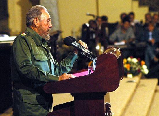 El Comandante de la Revolución Fidel Castro Ruz en el Aula Magna de la Universidad de La Habana el 17 de noviembre de 2005
