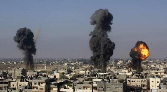 Misíles israelies haciendo impacto contra la población civil de Gaza, Palestina.