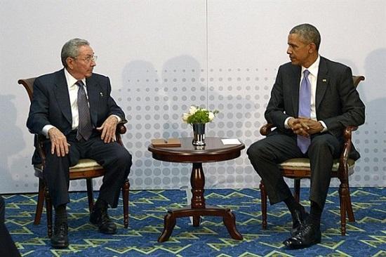 El presidente de Cuba Raúl castro y de los Estados Unidos Barack Obama en Panamá