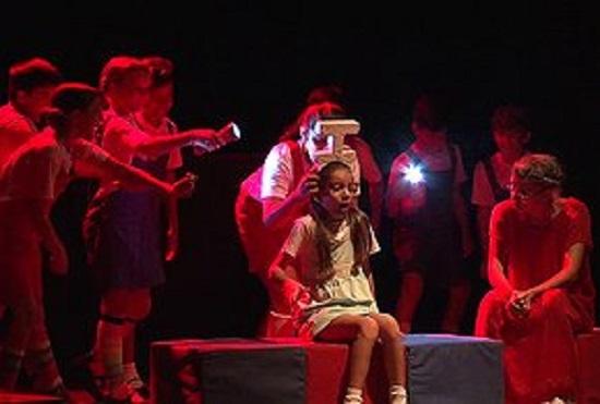 La compañía teatral La Colmenita en la sala teatro Abelardo Estorino