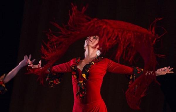 Bailarina de la Compañía Ecos en la Gala por el 55 aniversario de la UNEAC. Foto: Cubadebate
